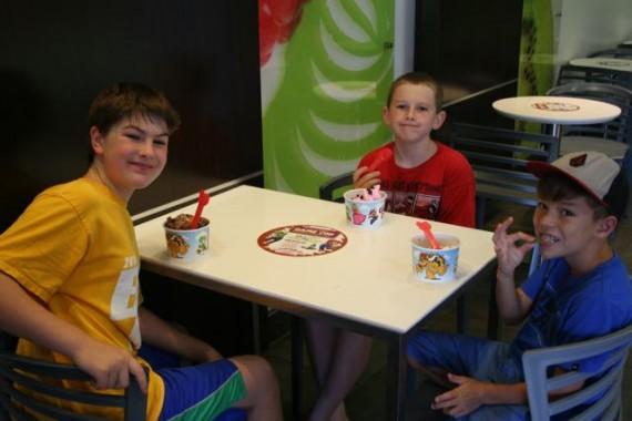 yogurtland super mario kids table