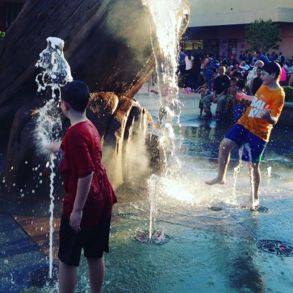 outdoor concerts kids fountain play